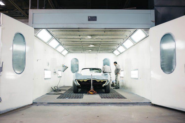 proceso de producción de un automóvil